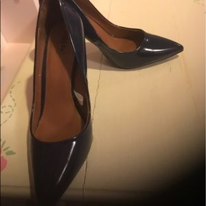 3 inch navy blue pumps