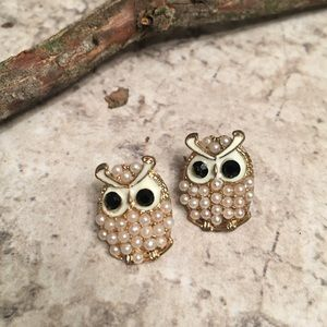 Jewelry - OWL POST EARRINGS PEARL COLOR BEADS