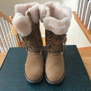 Emu wool lined boots size 6