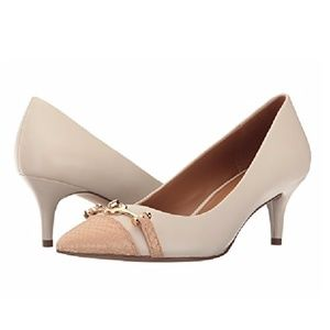  COACH Lauri Pointed Toe Kitten Heel turnlock