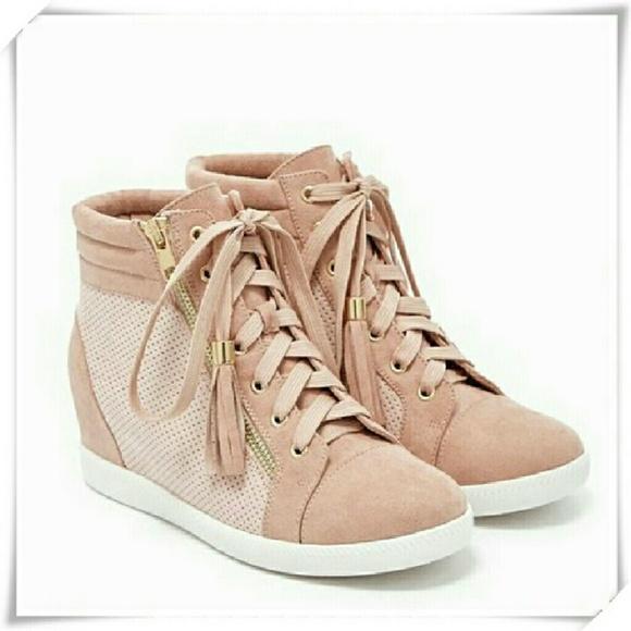 3fc94e251cb Larsa Sneaker wedge NWT