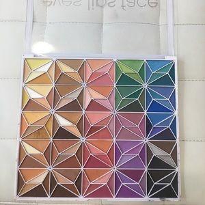 150 Piece Eyeshadow Palette