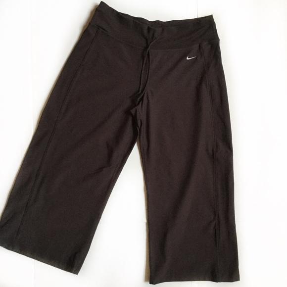 4ae30ea91d41 Nike Fit Dry brown capri yoga pant. M 59dba2b4522b458b8103ffeb