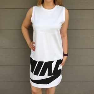 Nike NSW Irreverant Dress Black and White - M
