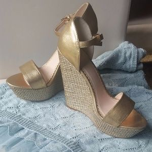 Gold Shimmer Basket Weave Wedges Size 7.5