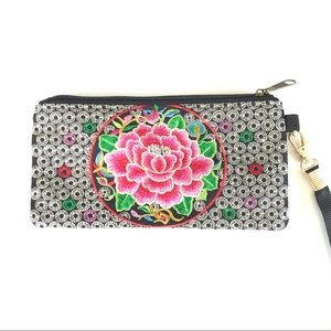 Accessories - NWOT Embroidered Flower Wristlet