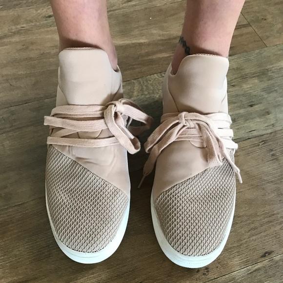 7c378cabbb418f Steve Madden Pink Lancer Sneakers. M 59dbdb954127d08f32008ef2