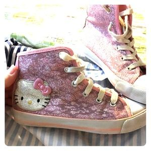 🎉💝2XHOST PICK💝🎉 Hello Kitty Hightop sneakers