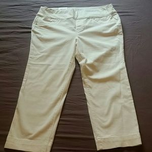 Style & Co white stretchy capris
