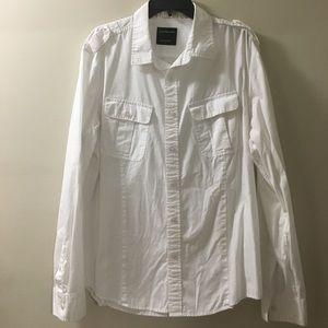 Men's 100% Cotton button down long sleeve shirt.
