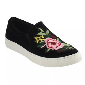 🆕List! Rose Embroidered Black Velvet Loafers! NEW