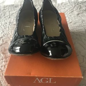 AGL Black Cap Toe Wedge (low) pump