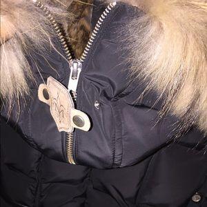 Black hooded fur trim puffer jacket