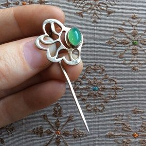 Swirling Art Deco Stick Pin Stone