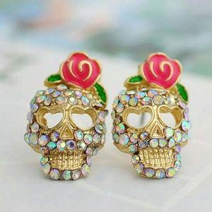 Jewelry - Skull stud earrings