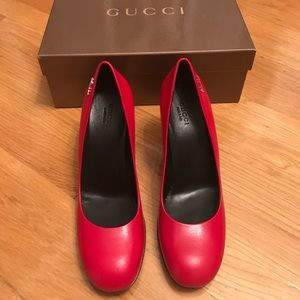 Gucci red leather pump
