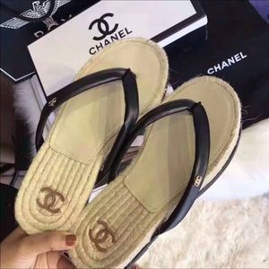 Chanel Leather & Straw Thong Sandals New S7 (37)