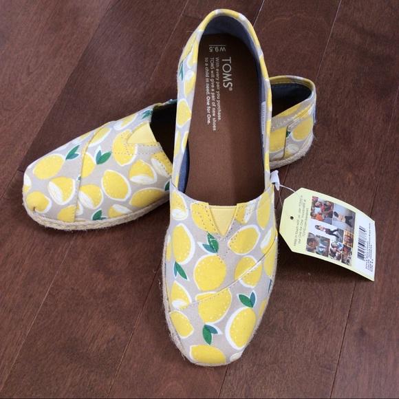 c8d768984be BNWT Toms Yellow Lemons Women s Espadrilles