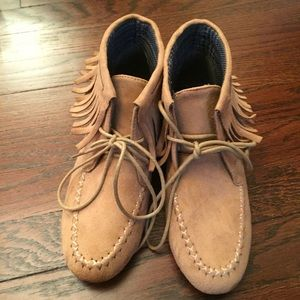 Shoes - Tan suede Moccasin Booties size 7