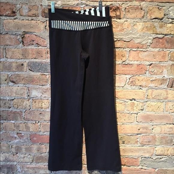 lululemon athletica Pants - Lululemon black crop groove pant sz 2, 54779