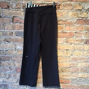lululemon athletica Pants - Lululemon black crop groove pant sz 2, 54779