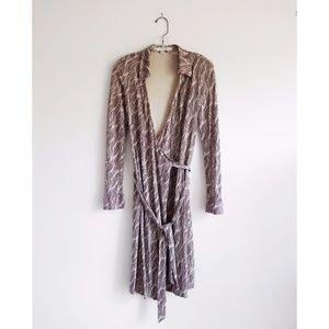 DVF Cream + Brown Wavy Print Wrap Dress sz 8