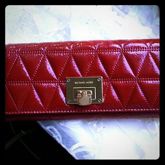 fa970a63aa022b Michael Kors Bags | Vivianne Carryall Quilte Wallet | Poshmark