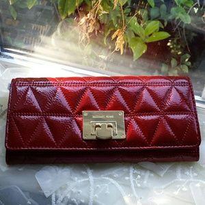 34d153b11b8d Michael Kors Bags - Michael Kors Vivianne Carryall Quilte Wallet