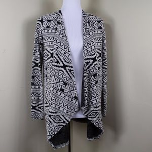 AEO Balck & White Aztec Pattern Drape Cardigan