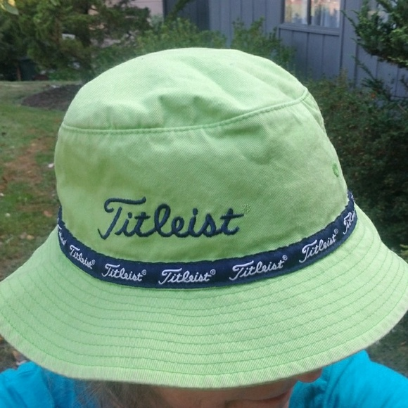 783b1cc504240 Titleist bucket hat. M 59dd01d841b4e0a4c1015f0a. Other Accessories ...