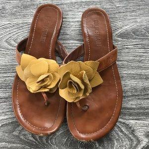 Colin Stuart yellow flower sandal 7.5