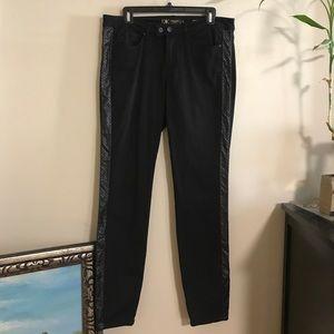 KIM skinnies w/ sexy leather look side design