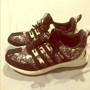 Women Adidas Shoes 👞