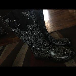 North side Size 6 rain boots