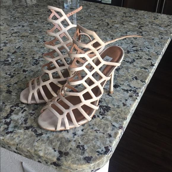 6bcf2b02bf5 Steve Madden Nude heels size 6