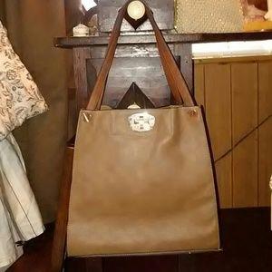 Handbags - Trendy brown tote