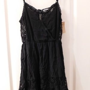 Dresses & Skirts - Black dress with lace detailing