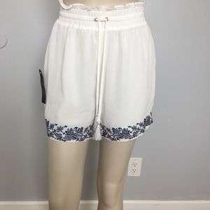 Brand New BEBE EMBROIDERED RUFFLE SHORT