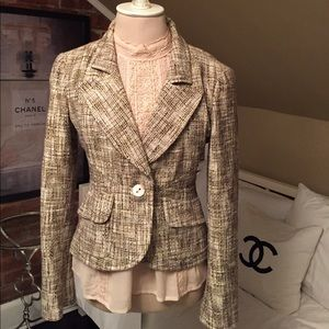 chanel size 38 tweed jacket fits more like 36