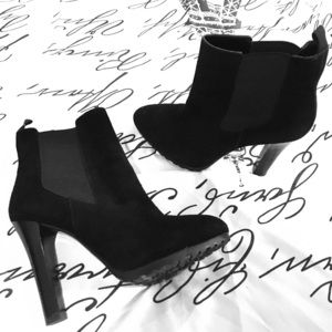 NWOT Ralph Lauren black suede booties