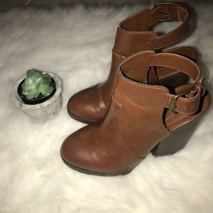 TRENDY brown block heel