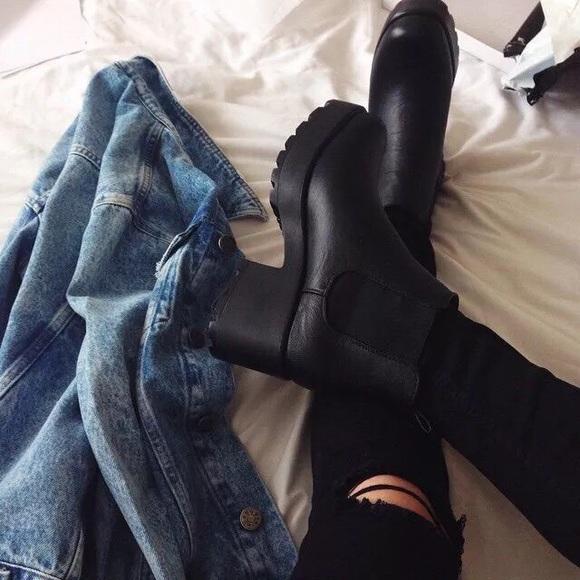 0d33fbbe5e5e Vagabond Dioon Leather platform Chelsea boots. M_59dd577136d594a9c100450a
