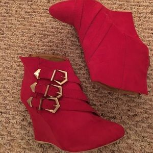 Shoedazzle red booties