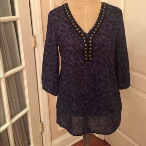 Blouse/shorter tunic