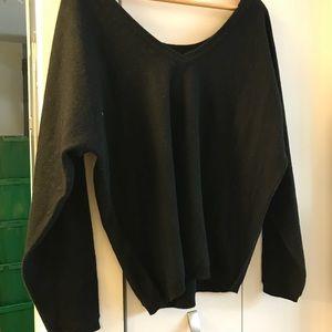 (NWT) Vince V-neck/off-shoulder cashmere sweater
