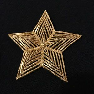 Jewelry - VINTAGE GOLD COLOR STAR BROOCH