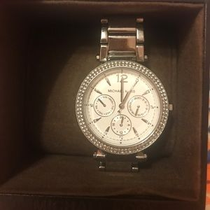 SALE perfect !!!!!! MK SILVER WATCH WITH BOX