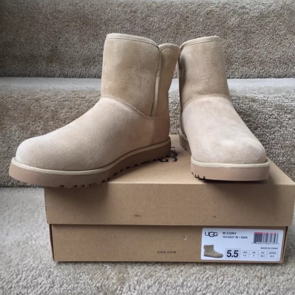 New in box UGG® 'Cory' Short Boot sandstone