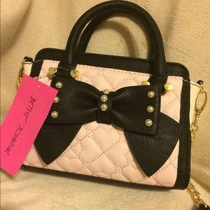 💝NWT 💝Betsy Johnson Light Pink & Black Bag
