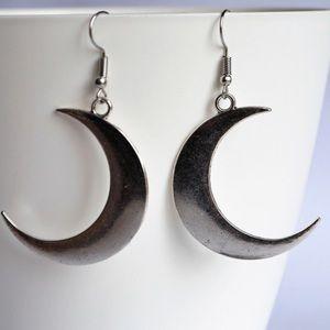 Silver Crescent Moon Earrings